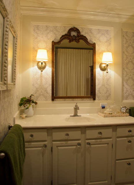 Gracious Farmhouse Bathroom