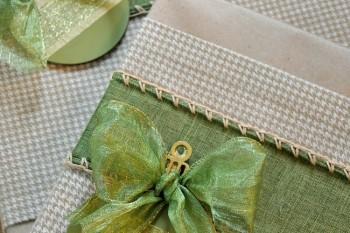 Cozy Holiday Gift Wrap Idea