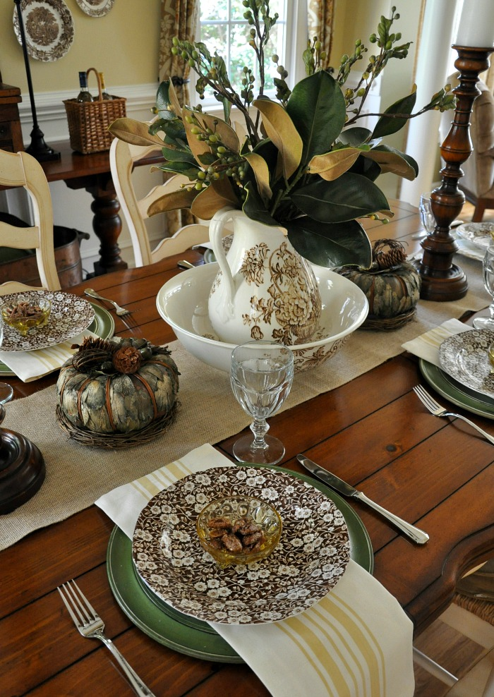 A Simple Thanksgiving Table Setting - The Endearing Home
